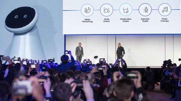 Mang cả binh đoàn robot đến xâm lược CES 2019, Samsung  chiếm hết mọi spotlight của đối thủ - Ảnh 1.