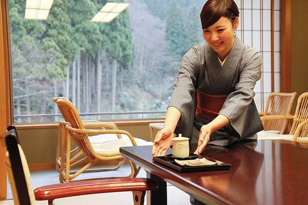 Bức tranh chân thực về phụ nữ Nhật Bản: Từ bé đã bị coi thường, đến khi lấy chồng cũng chẳng được đối xử đúng nghĩa như một người phụ nữ - Ảnh 4.
