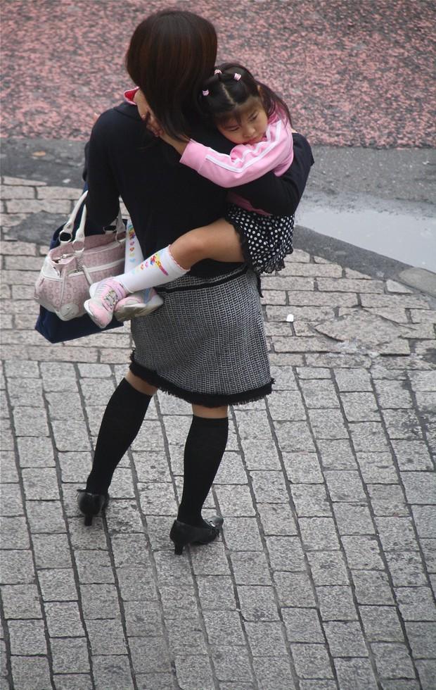 Bức tranh chân thực về phụ nữ Nhật Bản: Từ bé đã bị coi thường, đến khi lấy chồng cũng chẳng được đối xử đúng nghĩa như một người phụ nữ - Ảnh 6.