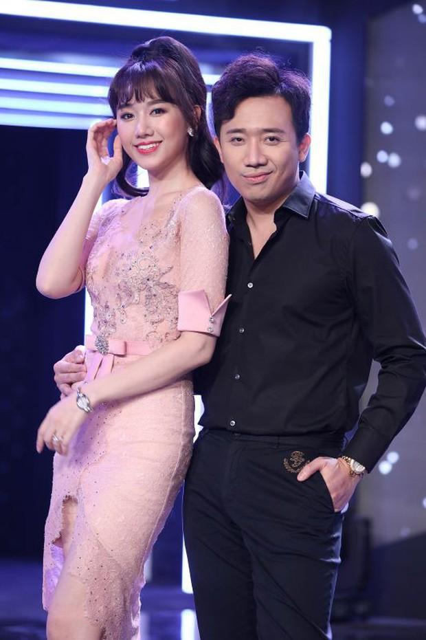 Bị Châu Gia Kiệt tiết lộ chuyện hẹn hò Hari Won từ 10 năm trước, Trấn Thành phản bác: Hồi đó Hari Won đang cùng ở với Tiến Đạt - Ảnh 2.