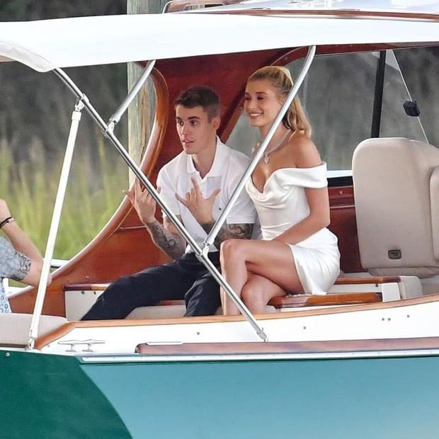 Tiệc tiền đám cưới của Justin Bieber và Hailey: Cô dâu chú rể đã đến địa điểm cưới, Katy Perry và Kendall Jenner đi phi cơ riêng đến dự - Ảnh 4.