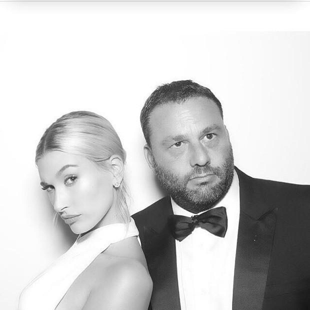 Bộ ảnh đen trắng hot nhất hôn lễ vợ chồng Justin Bieber: Hé lộ màn selfie với dàn siêu sao, chú rể hôn cả Jaden Smith - Ảnh 8.