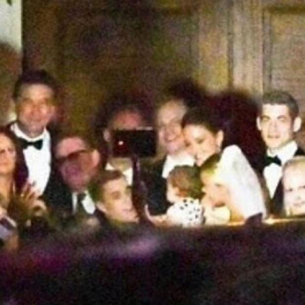 Bộ ảnh đen trắng hot nhất hôn lễ vợ chồng Justin Bieber: Hé lộ màn selfie với dàn siêu sao, chú rể hôn cả Jaden Smith - Ảnh 10.