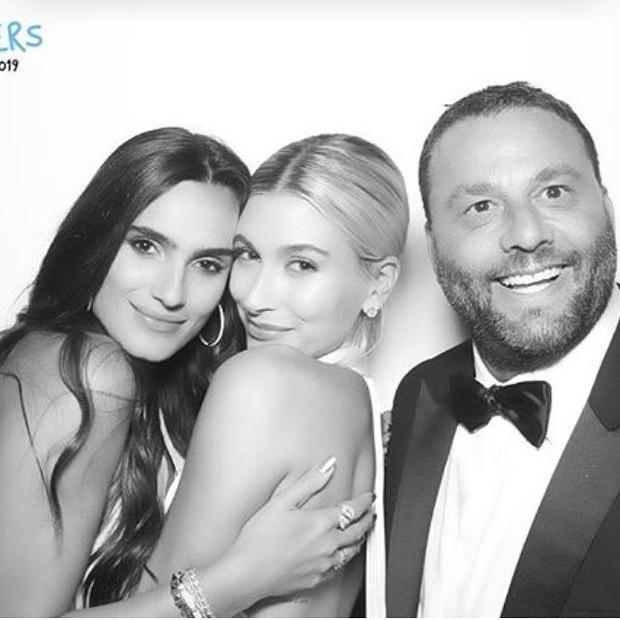 Bộ ảnh đen trắng hot nhất hôn lễ vợ chồng Justin Bieber: Hé lộ màn selfie với dàn siêu sao, chú rể hôn cả Jaden Smith - Ảnh 7.