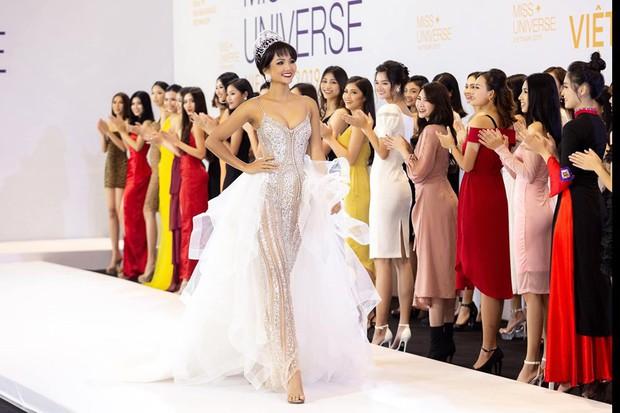 Bị đồn mâu thuẫn với công ty quản lý nên dừng đồng hành cùng Hoa hậu Hoàn vũ, HHen Niê nói gì? - Ảnh 2.
