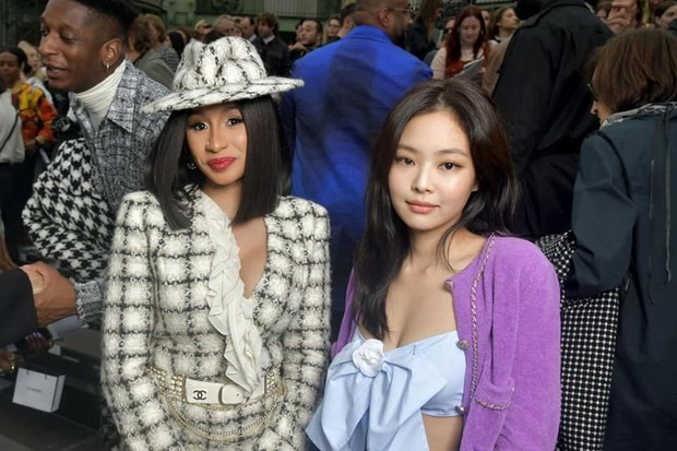 Ngồi hàng đầu với Cardi B và tổng biên Vogue, Jennie khí chất đỉnh cao nhưng sao như vội quá đi lạc vào sự kiện thế này? - Ảnh 5.
