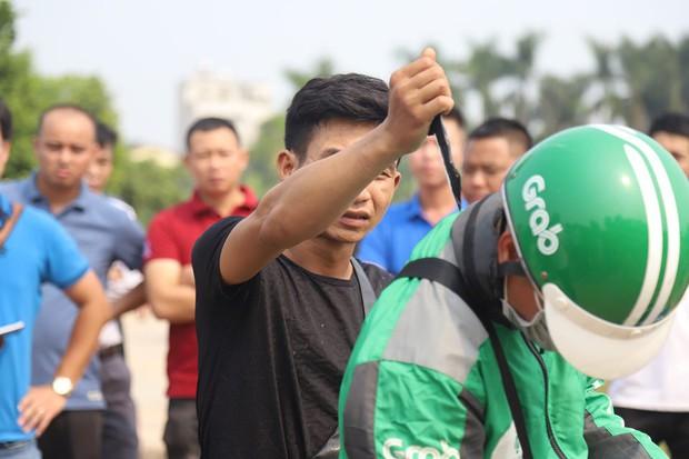 NÓNG: Sau buổi thực nghiệm hiện trường, 2 nghi phạm đã thừa nhận lên kế hoạch cướp tài sản nam sinh chạy Grab ở Hà Nội - Ảnh 3.