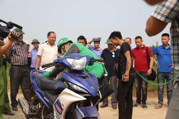 NÓNG: Sau buổi thực nghiệm hiện trường, 2 nghi phạm đã thừa nhận lên kế hoạch cướp tài sản nam sinh chạy Grab ở Hà Nội - Ảnh 1.