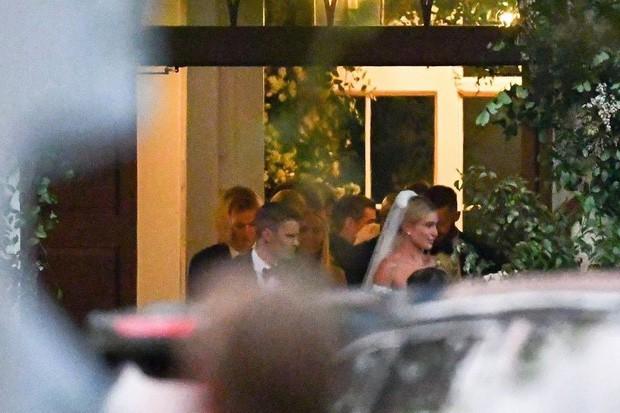 Khoảnh khắc dàn sao khủng hội tụ gây bão tại hôn lễ Justin Bieber: Kendall - Kylie bị hàm răng của Jaden Smith lấn át! - Ảnh 2.