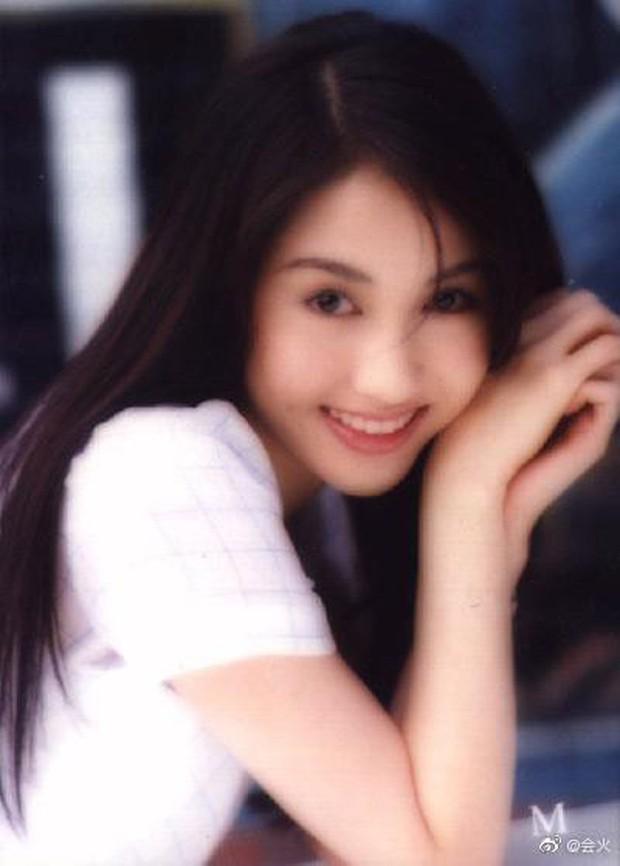 Nhan sắc Lê Tư 18 tuổi trong veo thế này, bảo sao giữa showbiz Trương Bá Chi chỉ chịu nhún nhường một mình cô - Ảnh 3.