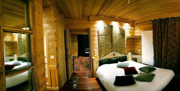 Khách sạn nằm trên đường biên giới giữa Pháp và Thuỵ Sĩ, đôi nào giận nhau mà vẫn muốn đi du lịch thì book phòng để mỗi người 1 nước nè - Ảnh 7.