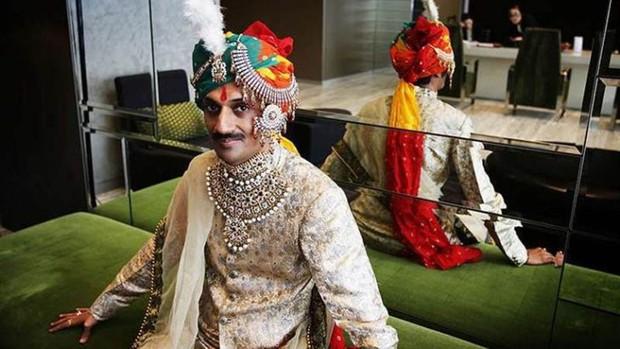 Hoàng tử đầu tiên trên thế giới công khai đồng tính: Từng là kẻ bị cả đất nước hắt hủi trước khi trở thành người hùng của cộng đồng LGBT - Ảnh 2.