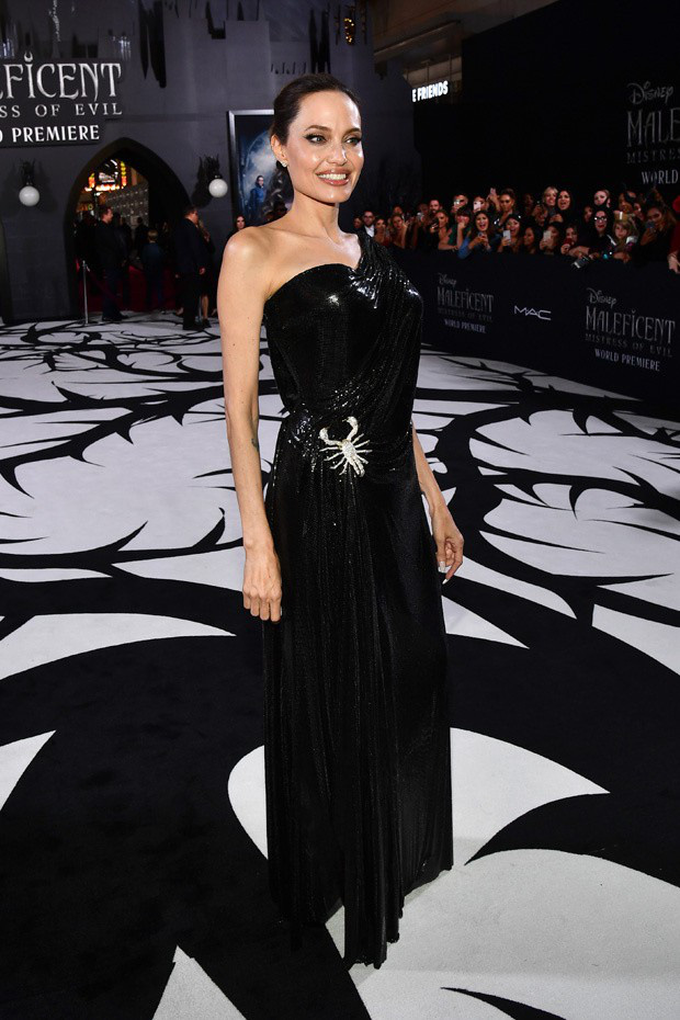 Phát sốt thảm đỏ Maleficent 2: 5 người con lớn phổng phao bên Angelina Jolie, Elle Fanning lộng lẫy như công chúa - Ảnh 3.