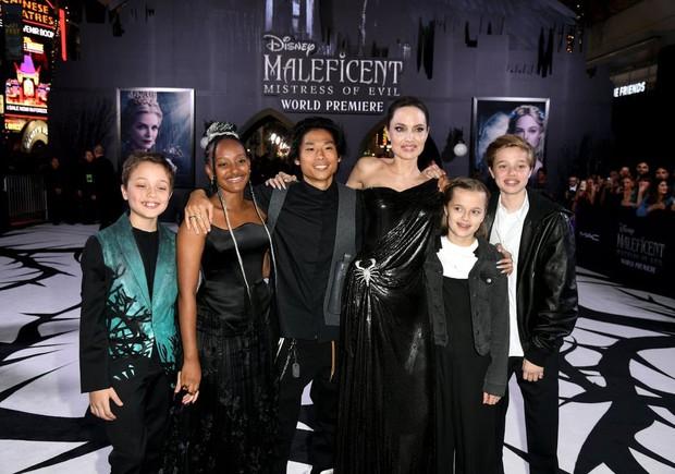 Phát sốt thảm đỏ Maleficent 2: 5 người con lớn phổng phao bên Angelina Jolie, Elle Fanning lộng lẫy như công chúa - Ảnh 5.