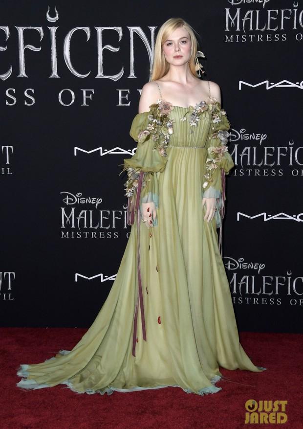 Phát sốt thảm đỏ Maleficent 2: 5 người con lớn phổng phao bên Angelina Jolie, Elle Fanning lộng lẫy như công chúa - Ảnh 7.