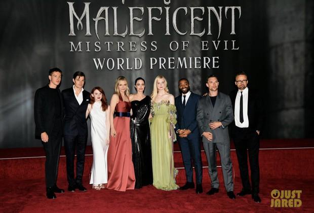 Phát sốt thảm đỏ Maleficent 2: 5 người con lớn phổng phao bên Angelina Jolie, Elle Fanning lộng lẫy như công chúa - Ảnh 9.