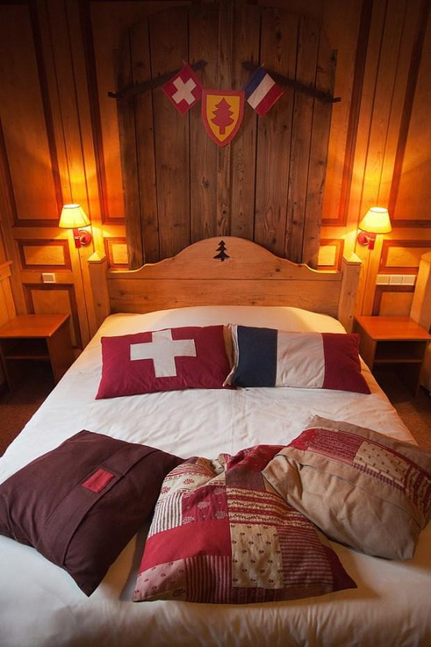 Khách sạn nằm trên đường biên giới giữa Pháp và Thuỵ Sĩ, đôi nào giận nhau mà vẫn muốn đi du lịch thì book phòng để mỗi người 1 nước nè - Ảnh 4.