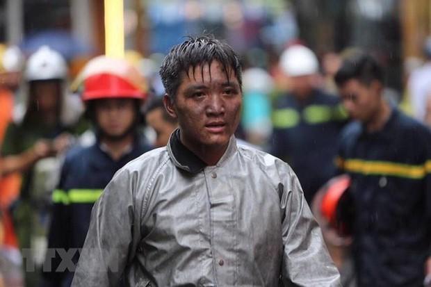 Lời cảm ơn của ông bố gửi chiến sỹ cảnh sát PCCC dũng cảm lao vào đám cháy cứu con trai mình - Ảnh 3.