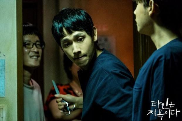 Ám ảnh nhưng nhồi nhét, 4 gã trùm ở Strangers From Hell liệu có ai thành át chủ bài diệt nổi Lee Dong Wook? - Ảnh 1.
