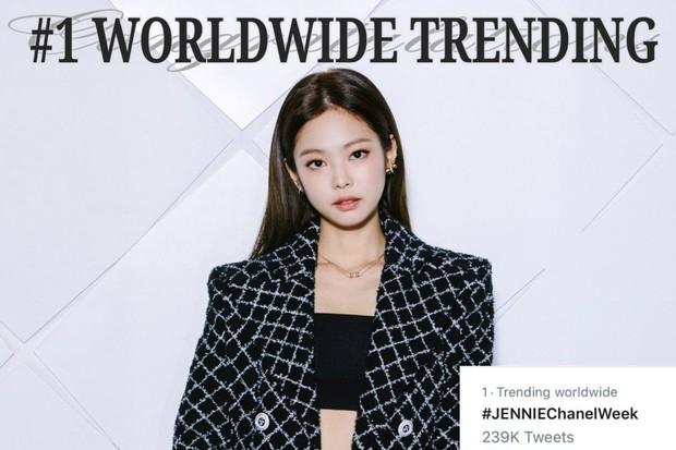 Mặc đồ kém sang nhất nhóm đi dự Paris Fashion Week nhưng bù lại, Jennie vẫn gây sốt vì vòng 1 bốc lửa - Ảnh 6.