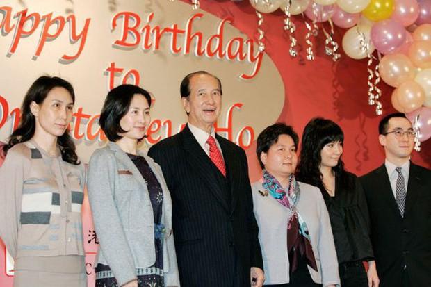 Drama gia tộc casino lớn nhất thế giới: Tỷ phú 97 tuổi là 'nạn nhân' của 4 bà vợ, 17 người con, sóng gió tranh ngôi báu 6 tỷ USD triền miên, không yên ngày nào! - Ảnh 7.