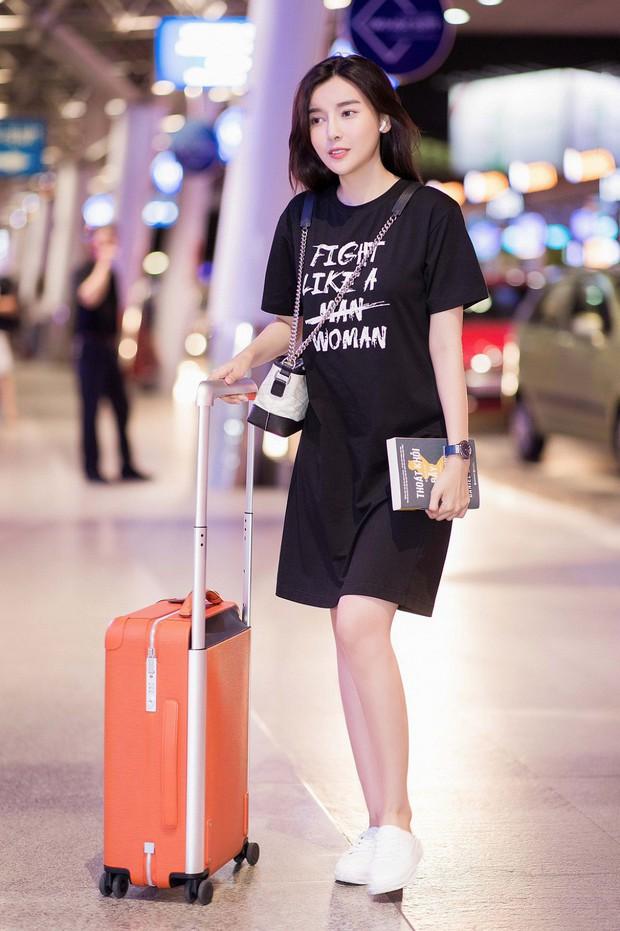 Style ngoài đời của mợ Hai (Tiếng Sét Trong Mưa): Tươi trẻ, sexy có cả nhưng ấn tượng nhất là những màn khoe chân siêu nuột - Ảnh 10.