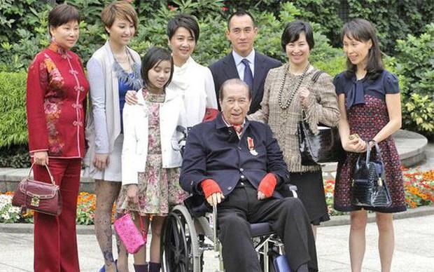Drama gia tộc casino lớn nhất thế giới: Tỷ phú 97 tuổi là 'nạn nhân' của 4 bà vợ, 17 người con, sóng gió tranh ngôi báu 6 tỷ USD triền miên, không yên ngày nào! - Ảnh 1.
