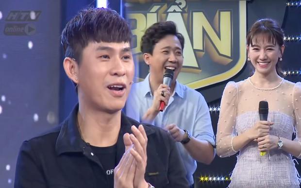 Bị Châu Gia Kiệt tiết lộ chuyện hẹn hò Hari Won từ 10 năm trước, Trấn Thành phản bác: Hồi đó Hari Won đang cùng ở với Tiến Đạt - Ảnh 1.