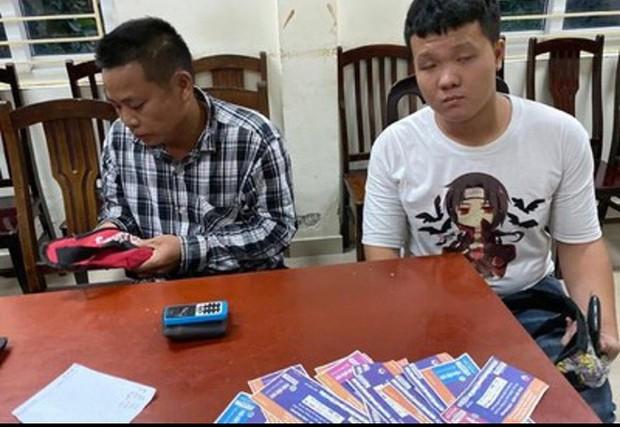 Bắt giữ 6 đối tượng cò vé chuyên nghiệp, có nguồn vé từ Ban tổ chức trận Việt Nam vs Malaysia - Ảnh 1.