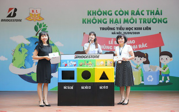 Hơn 9.000 học sinh Hà Nội bắt đầu thói quen phân loại rác tại nguồn - Ảnh 1.