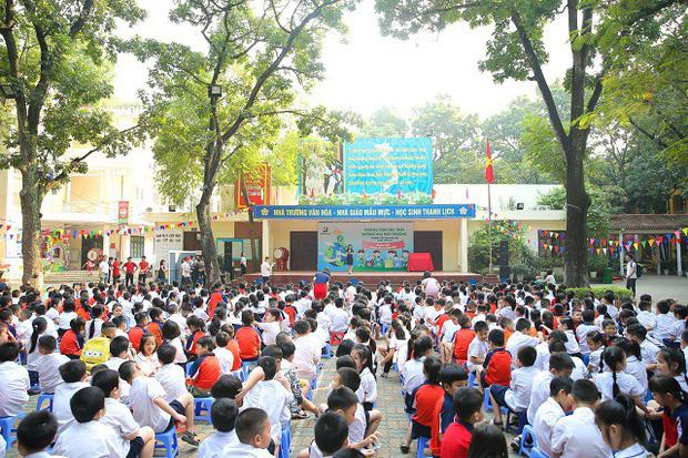 Hơn 9.000 học sinh Hà Nội bắt đầu thói quen phân loại rác tại nguồn - Ảnh 2.
