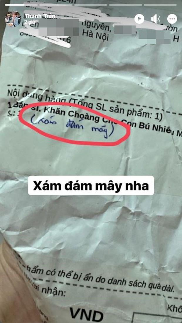 Thảm họa mua hàng online không chừa một ai: Đặt mua khăn màu xám đám mây, hot mom triệu followers Thanh Trần nhận ngay hồng mộng mơ - Ảnh 1.