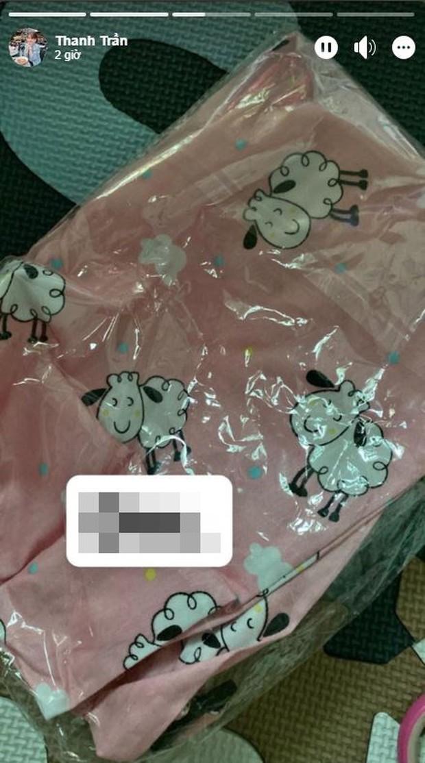 Thảm họa mua hàng online không chừa một ai: Đặt mua khăn màu xám đám mây, hot mom triệu followers Thanh Trần nhận ngay hồng mộng mơ - Ảnh 3.