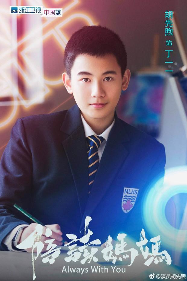 5 chàng diễn viên thế hệ 2000 của Cbiz: Dịch Dương Thiên Tỉ đẹp nức nở, Trần Phi Vũ chuẩn thái tử Cbiz - Ảnh 27.