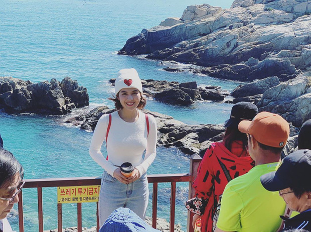 """Đến Ngọc Trinh cũng """"lực bất tòng tâm"""" vì tình trạng quá tải du lịch ở Hàn Quốc, muốn có hình đẹp phải chụp giữa """"biển người""""! - Ảnh 8."""