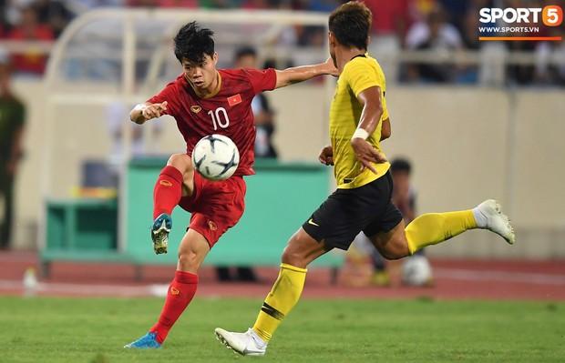 Không thể tiếp tục cái duyên ghi bàn vào lưới Malaysia, Công Phượng vẫn nhận được lời khen từ HLV Park Hang-seo - Ảnh 2.