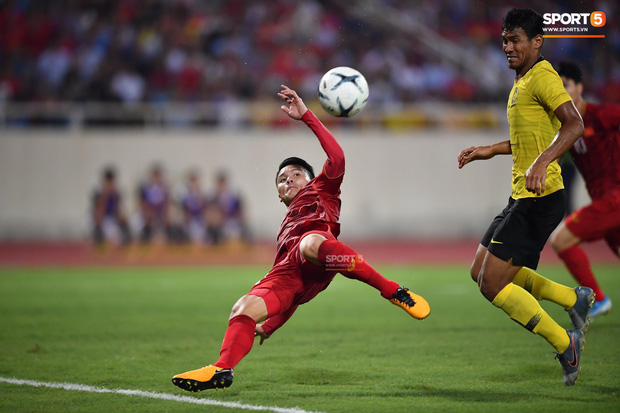Báo Malaysia cũng phải ngả mũ thán phục trước sức mạnh của tuyển Việt Nam, cùng chỉ ra một nguyên nhân chính khiến đội nhà phải ôm hận - Ảnh 1.