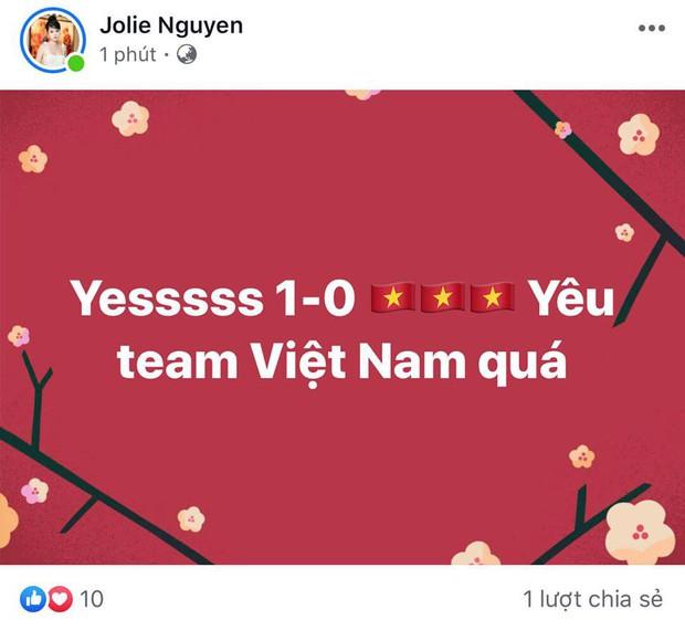 Đông Nhi - Ông Cao Thắng, Bảo Anh cùng dàn sao Vbiz vỡ oà trước siêu phẩm ngả người volley mở màn tỷ số 1-0 của Quang Hải - Ảnh 4.