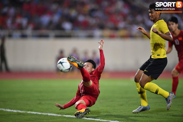 Info cầu thủ có biểu cảm đang đi làm nail thì bắt đá bóng, quỷ sứ à nổi nhất MXH sau trận Việt Nam - Malaysia - Ảnh 1.