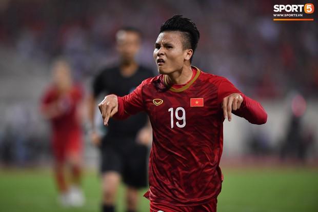 Công Phượng, Văn Lâm hợp sức cản phá bóng ngay trên vạch vôi, fan Việt thót tim trước sức tấn công của Malaysia - Ảnh 6.