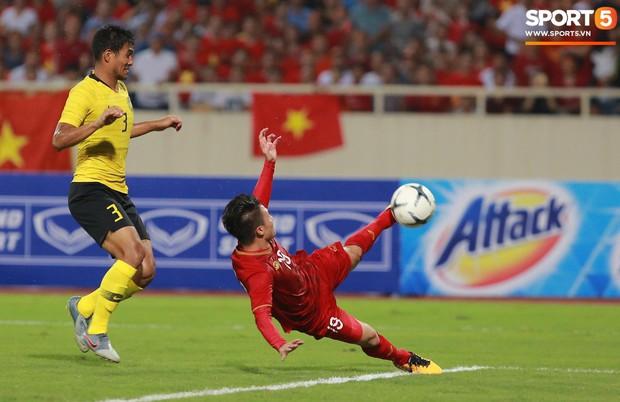 Info cầu thủ có biểu cảm đang đi làm nail thì bắt đá bóng, quỷ sứ à nổi nhất MXH sau trận Việt Nam - Malaysia - Ảnh 2.