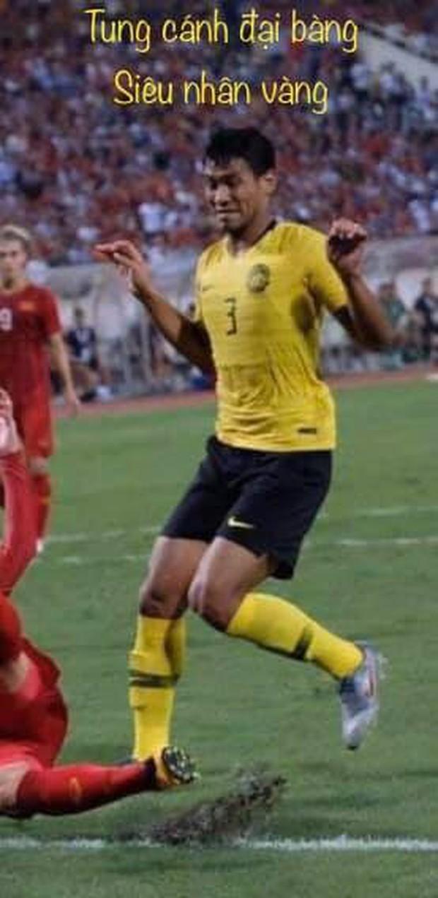 Info cầu thủ có biểu cảm đang đi làm nail thì bắt đá bóng, quỷ sứ à nổi nhất MXH sau trận Việt Nam - Malaysia - Ảnh 3.