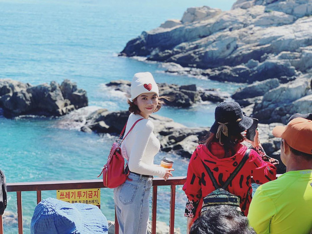 """Đến Ngọc Trinh cũng """"lực bất tòng tâm"""" vì tình trạng quá tải du lịch ở Hàn Quốc, muốn có hình đẹp phải chụp giữa """"biển người""""! - Ảnh 6."""