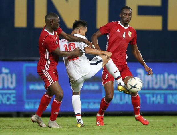 Bóng đá châu Á tối 10/10: Các đội mạnh chiến thắng với tỷ số kinh hoàng, Thái Lan tiu nghỉu vì bị đối thủ yếu hơn cầm hòa ngay trên sân nhà - Ảnh 2.
