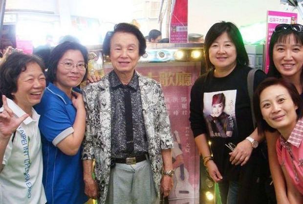 Vụ việc sốc chưa từng có của showbiz Đài Loan: Ca sĩ 92 tuổi bị nhân viên y tế hạ độc, phẫn nộ động cơ của hung thủ - Ảnh 3.