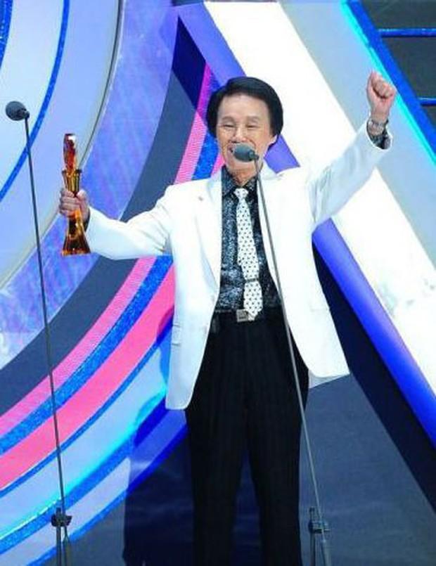 Vụ việc sốc chưa từng có của showbiz Đài Loan: Ca sĩ 92 tuổi bị nhân viên y tế hạ độc, phẫn nộ động cơ của hung thủ - Ảnh 5.