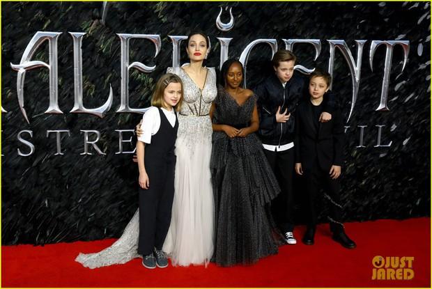 Angelina Jolie lại khiến MXH dậy sóng: Lộng lẫy như bà hoàng, bóng lưng còn lấn át cả công chúa đẹp nhất màn ảnh - Ảnh 11.
