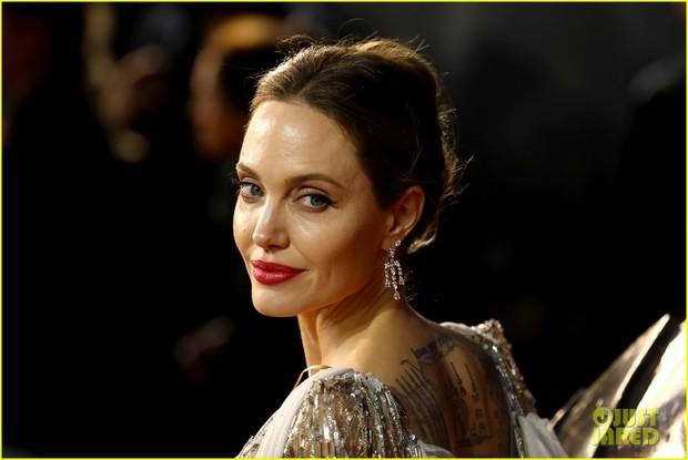 Angelina Jolie lại khiến MXH dậy sóng: Lộng lẫy như bà hoàng, bóng lưng còn lấn át cả công chúa đẹp nhất màn ảnh - Ảnh 6.