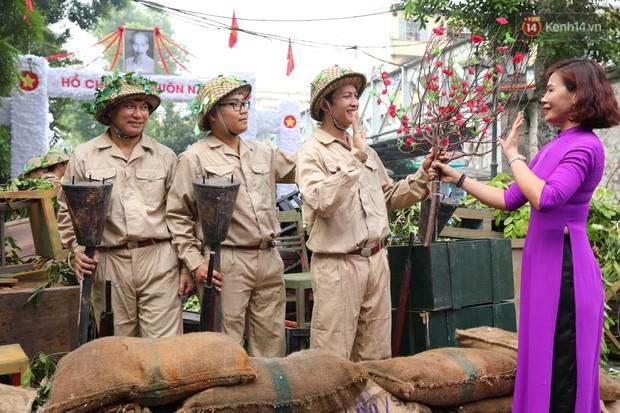 Tái hiện thời khắc đón đoàn quân chiến thắng trở về Hà Nội 65 năm trước - Ảnh 14.