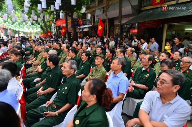 Tái hiện thời khắc đón đoàn quân chiến thắng trở về Hà Nội 65 năm trước - Ảnh 4.